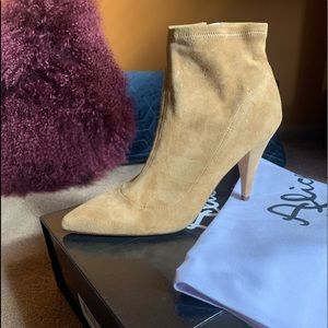 Alice + Olivia Camryn Bootie Tan as 39..NEW